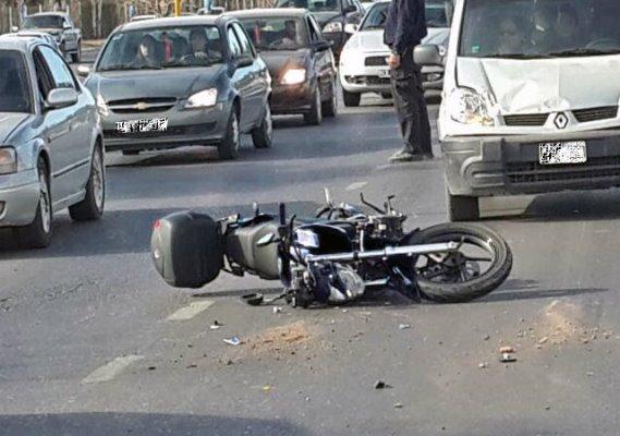 Accidente de tráfico en vehículo o moto.