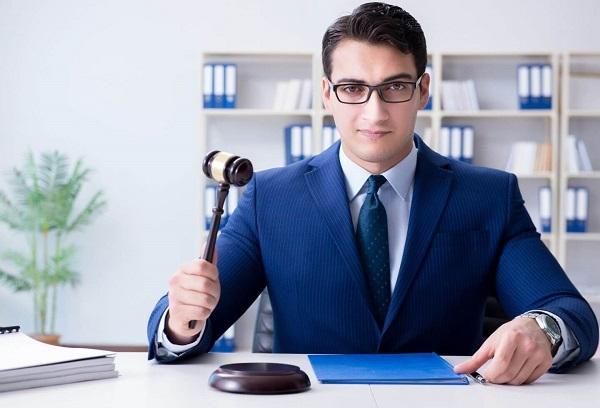 Como saber cuando contactar a un abogado de accidente de trafico para contratar sus servicios