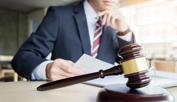 que objetivo tienen los abogados al defender a una victima
